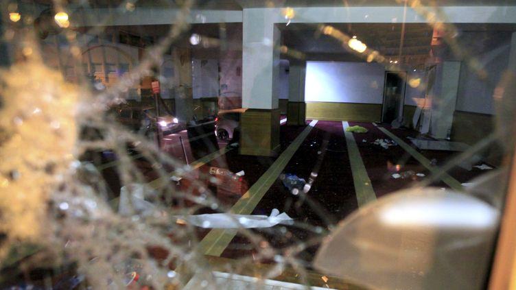 Une salle de prière musulmane saccagée à Ajaccio (Corse du Sud), le 25 décembre 2015, après l'agression de plusieurs pompiers et policiers la nuit précédente. (PIERRE-ANTOINE FOURNIL / AFP)