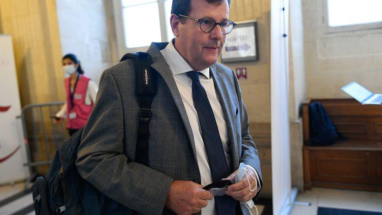 Jean Reinhart, avocat de 114 parties civileslors duprocès des attentats du 13 novembre 2015, le 8 septembre 2021 au palais de justice de Paris. (FRANCK DUBRAY / MAXPPP)