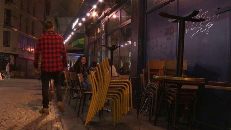 Covid-19 : les bars parisiens ont baissé le rideau (FRANCE 2)