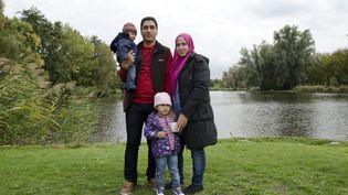 Majd et Fatma Ashour, leurs enfants Omar et Sham, le 9 octobre 2015 à Karlsruhe (Allemagne). (THOMAS BAIETTO / FRANCETV INFO)
