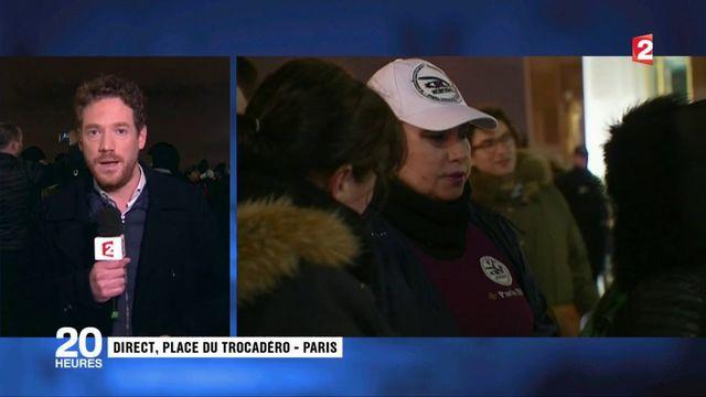 Des femmes de policiers rassemblées au Trocadéro à Paris