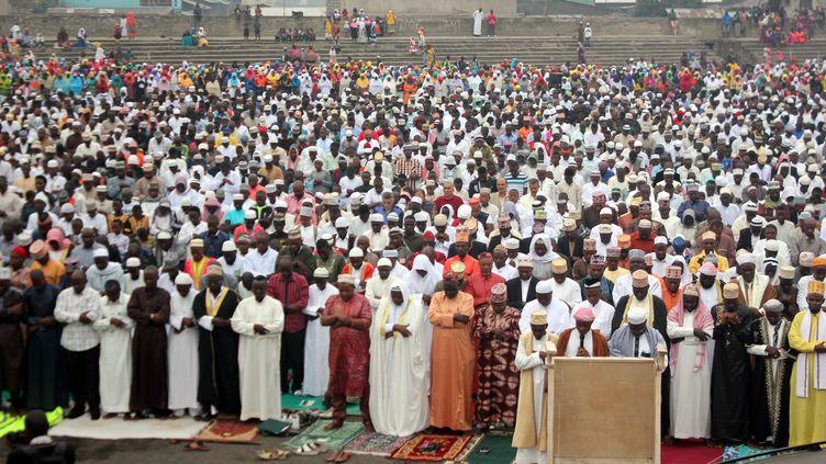 En République démocratique du Congo, les musulmanscélèbrentl'Aïd el-Fitr (fin du ramadan) au Volcans Stadium de Goma, le 6 juillet 2016. (CHARLY KASEREKA / ANADOLU AGENCY)