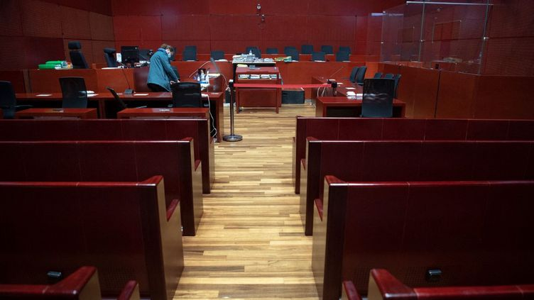 La salle d'audience du procès Troadec, le 22 juin 2021, à Nantes (Loire-Atlantique). (LOIC VENANCE / AFP)