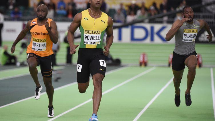 Asafa Powell sur le 60 m des championnats du monde en salle 2016 de Portland. (JOHN G. MABANGLO / EPA)