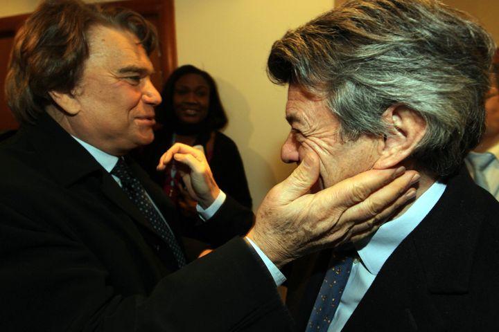 Bernard Tapie et Jean-Louis Borloo, le 9 décembre 2010 à Paris. (MAXPPP)