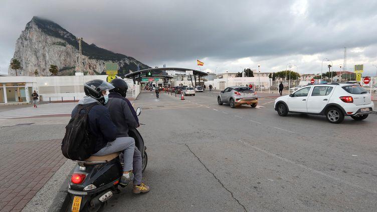 A la frontière entre l'Espagne et le territoire britannique de Gibraltar, en décembre 2020. (A.CARRASCO RAGEL / EFE / MAXPPP)