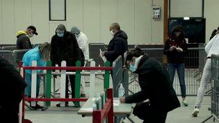 Covid-19 : les habitants affluent pour se faire tester dans le Vaucluse (France 2)