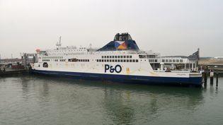 Le Pride of Kent de la compagnie P&O Ferries, photographié en juin 2016 dans le port de Calais (Pas-de-Calais). (MAXPPP)