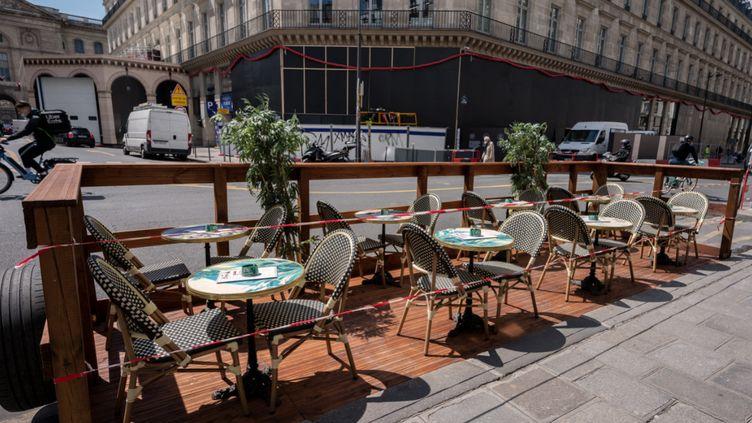 La terrasse d'un restaurant à Paris, le 7 mai 2021. (BERTRAND GUAY / AFP)