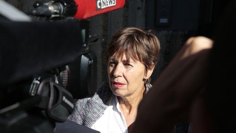Daniele Van de Lanotte, la mère du photojournaliste Mathias Depardon, devant l'ambassade de Turquie, jeudi 25 mai 2017, à Paris. (GEOFFROY VAN DER HASSELT / AFP)