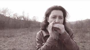 """Oly Sancho, chanteur de folk en français a sorti son quatrième album """"Encouragement à la vie"""" en 2017  (Youtube Capture d'écran)"""