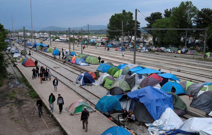 À Idomeni, près de 5 000 réfugiés stationnentdevant la frontière gréco-monténégrine, à présent fermée. (Reuters / Marko Djurica)