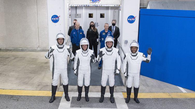 Les membres d'équipage de la mission Crew-2, le 23 avril 2021 auKennedy Space Center (Etats-Unis). (AUBREY GEMIGNANI / NASA / AFP)