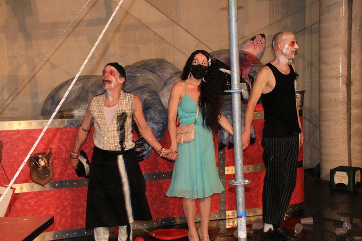 """Denis Lavant, Karelle Prugnaud (metteur en scène) et le clown Nikolaus Holz saluent à l'issue de la première de """"Mister Tambourine Man"""" (SOPHIE JOUVE)"""