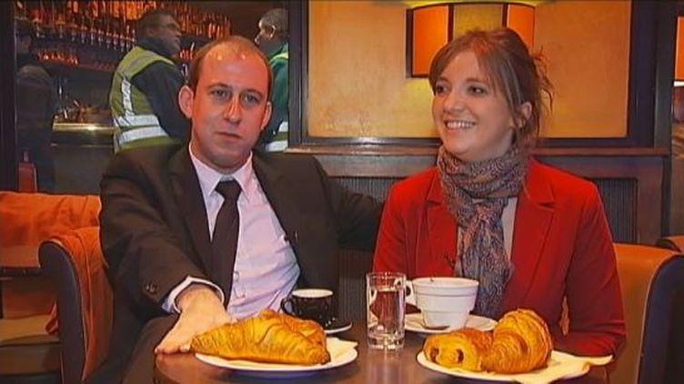 Aurore Bergé, militante UMP, et Nicolas Bays, membre du bureau adhésion du PS, en couple depuis 2007 malgré leurs divergences d'opinions politiques. (FTVI / FRANCE 2)