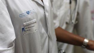 Les hôpitaux créent moins d'emplois et le nombre de fonctionnaires baisse. (PASCAL DELOCHE / GODONG / PHOTNONSTOP / AFP)