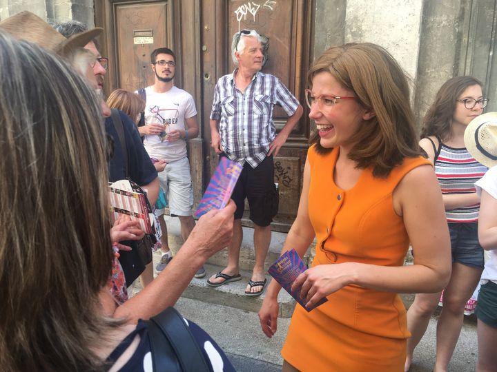 Bérénice Coudy vient saluer les spectateurs à la sortie du théâtre.  (Stéphanie Loeb )
