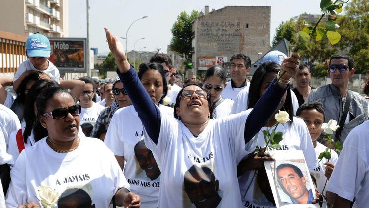 Marche blanche des Marseillais contre les violences et assassinats samedi 12 ami 2012 (BORIS HORVAT / AFP)