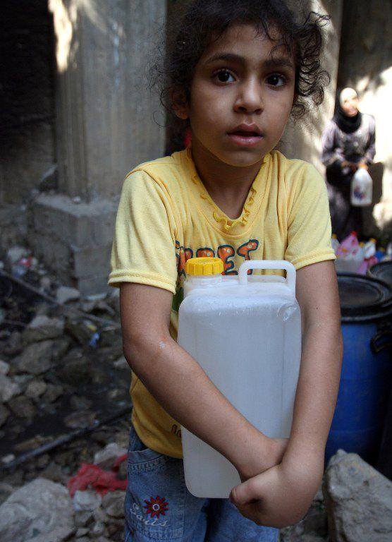 Les Palestiniens de Gaza ont un accès limité à l'eau potable: 250 mètres cubes par habitant et par an (la norme étant 1000), selon la Banque Mondiale. (AFP/Abbas Momani)