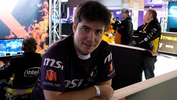 """Rémy Chanson, plus connu sous le pseudonyme de """"Llewellys"""", est le manager de l'équipe professionnelle de StarcraftII,Millenium. (FTVI / MILLENIUM)"""