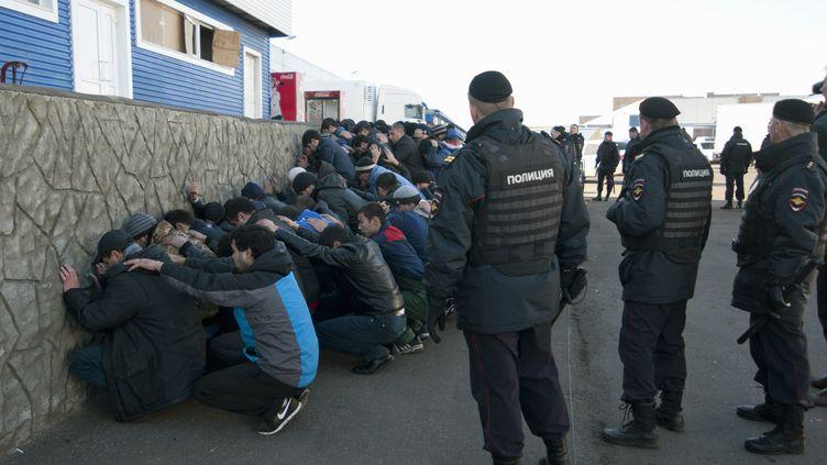 Environ 1200 immigrés ont été interpellés lundi matin sur un marché de gros de Biriouliovo, une banlieue située dans le sud de Moscou (Russie). ( REUTERS)