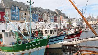 Des bateaux de pêche amarrés au port de Paimpol (Côtes-d'Armor). Photo d'illustration. (AURÉLIE LAGAIN / RADIO FRANCE)