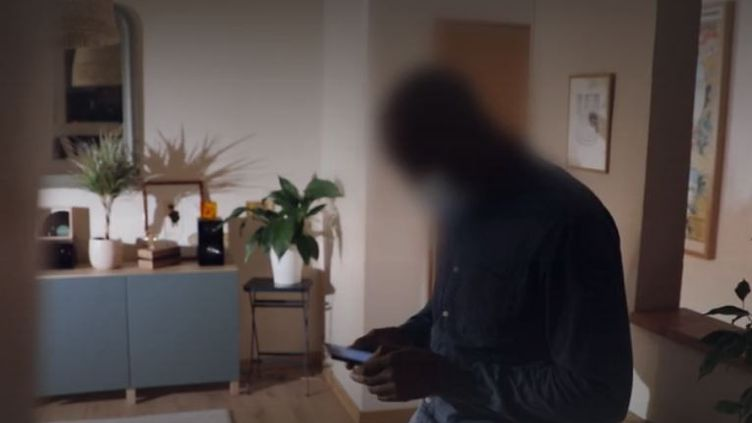 Police : des propos racistes échangés sur un groupe de discussion Whatsapp contre un policier noir (France Info)