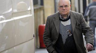 Henri Leclaire à son arrivée au palais de justice de Metz (Moselle), au deuxième jour du procès de Francis Heaulme, accusé du double meurtre de Montigny-lès-Metz. (MAXPPP)