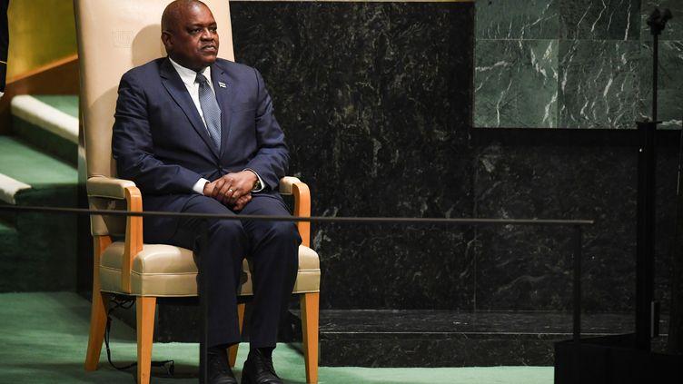 Le président du Botswana, Mokgweetsi Eric Keabetswe Masisi, attend son tour pour s'exprimer lors du débat général de la 73e session de l'Assemblée générale des Nations Unies à New York, le 27 septembre 2018. (TIMOTHY A. CLARY / AFP)