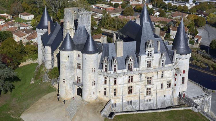 """Le film""""Les Secrets du château""""a ététourné en avril 2019 en partie au château de LaRochefoucauldenCharente. (CHICUREL ARNAUD / HEMIS.FR / HEMIS.FR)"""