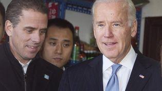 Le président américain Joe Biden (à droite) et son fils Hunter Biden (à gauche) à Pekin (Chine) le 9 décembre 2020. (ANDY WONG / POOL / AP POOL / MAXPPP)