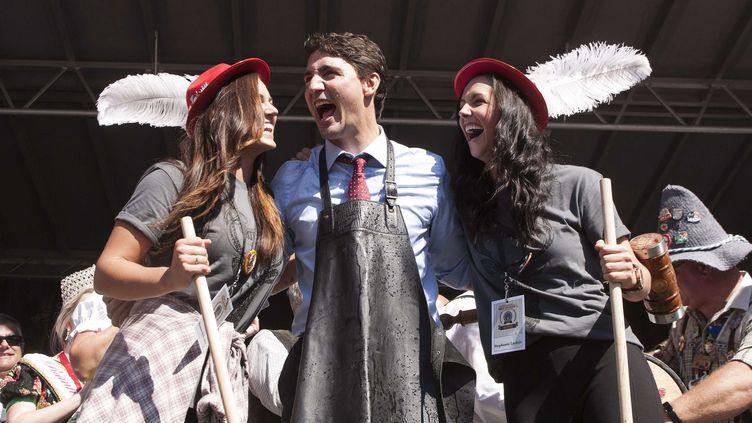 """Justin Trudeau lors du final de l'émission de téléréalité de l'émission """"The Amazing Race Canada"""" saison 4, le 7 octobre 2016. (HANNAH YOON/AP/SIPA / AP)"""