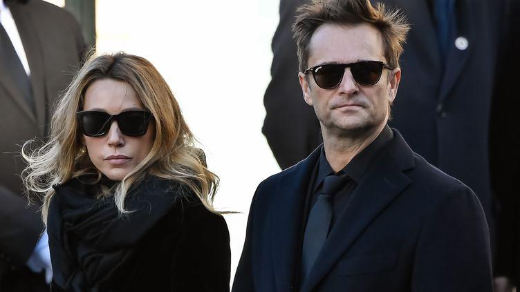 Laura Smet (à g.) en compagnie de son demi-frère David Hallyday, le 9 décembre 2017, lors des obsèques de leur père à Paris. (BERTRAND GUAY / AFP)