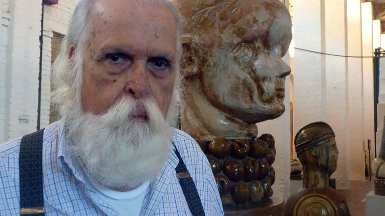 L'artiste brésilien Francisco Brennand dans son atelier-musée à Recife (Pernambouc), le 19 mai 2012 (MANUEL P?REZ / EFE / MAXPPP)