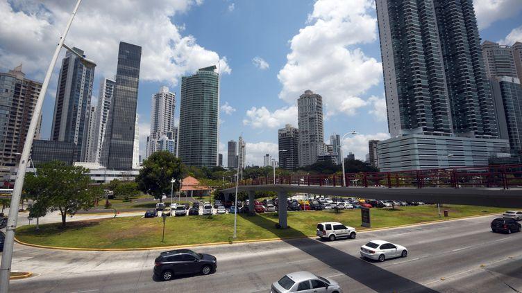 Des buildings à Panama City, la capitale de Panama, le 4 avril 2016. (RODRIGO ARANGUA / AFP)
