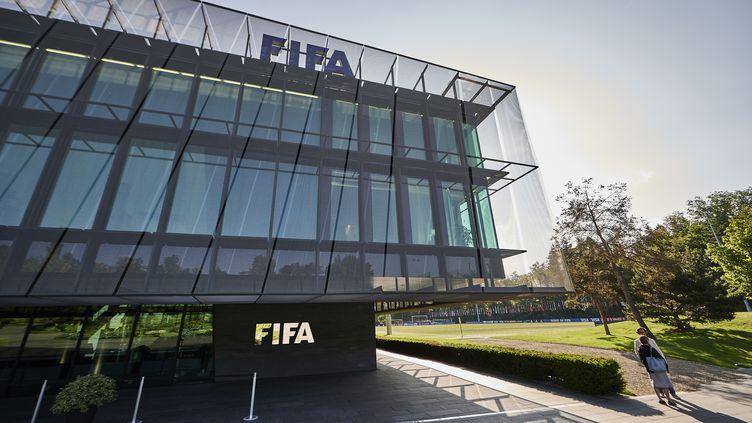 Le siège de la Fifa, à Zurich (Suisse), le 2 juin 2015. (MICHAEL BUHOLZER / AFP)