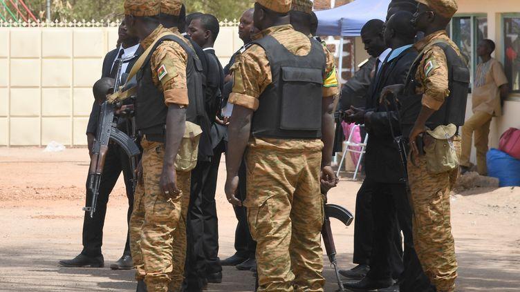 Soldats burkinabè lors d'une cérémonie à Ouagadougou, le 2 mars 2019. (ISSOUF SANOGO / AFP)