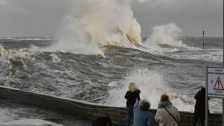 Tempête à Ploëmeur dans le Morbihan, le 2 décembre 2019. (MAXPPP)