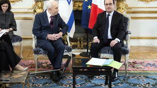 François Hollande reçoit à l'Elysée l'ex-président israélien Shimon Peres, le 25 mars 2016 aupalais de l'Elysée. (ETIENNE LAURENT / AFP)