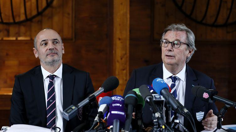 Le président du Stade Français Thomas Savare et son homologue du Racing Jacky Lorenzetti (THOMAS SAMSON / AFP)