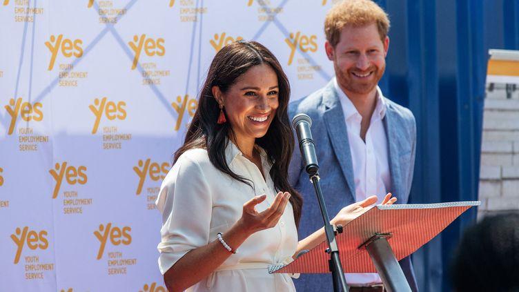 Meghan Markle et le prince Harry lors d'un déplacement du couple à Johannesbourg (Afrique du Sud), le 2 octobre 2019. (MICHELE SPATARI / AFP)
