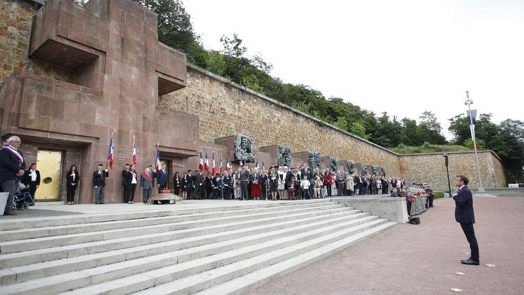 Emmanuel Macron préside commémore l'appel lancé par le général de Gaulle en juin 1940, contre l'Allemagne nazie, au mémorial du mont Valérien, à Suresnes (Hauts-de-Seine), le 18 juin 2018.  (CHARLES PLATIAU/AFP)