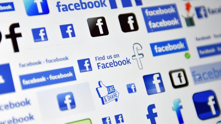 Facebook était toujours mercredi 21 mars au cœur d'une tourmente mondiale depuis que la société Cambridge Analytica a été accusée d'avoir illégalement acquis les données de 50 millions d'utilisateurs du réseau social. (LOIC VENANCE / AFP)