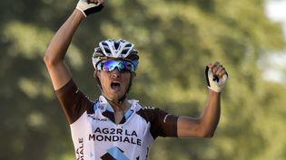 Le coureur français Alexis Vuillermoz savoure sa victoire d'étape, le 11 juillet 2015 à Mûr-de-Bretagne (Côtes d'Armor). (ERIC FEFERBERG / AFP)