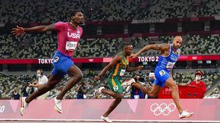 L'Italien Marcell Lamont Jacobs peut tourner la tête : personne n'a couru plus vite que lui los de la finale du 100 m aux Jeux olympiques de Tokyo, le 1er août 2021. (DAVID J. PHILLIP / AP)