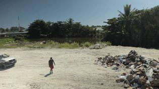 C'est un désastre environnemental: un lagon de déchets est sorti de l'eau en Polynésie française.Les décharges sauvages se multiplient et mettent en danger la santé des habitants. (france 3)