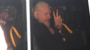 Julian Assange lors de son arrestation à Londres, le 4 novembre 2019. (VICTORIA JONES / MAXPPP)