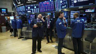 Des traders et des professionnels des finances juste avant la clôture de la Bourse de New York, le 11 octobre 2018. (DREW ANGERER / GETTY IMAGES NORTH AMERICA)
