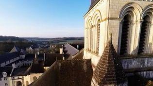 L'abbaye de Fontevraud, inscrite au patrimoine mondial de l'UNESCO, a été à la fois la nécropole des Plantagenêt et une prison. Un lieu rempli d'histoire. (France 2)