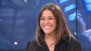 """De retour avec son album """"Odyssée"""", la chanteuse Nâdiya est l'invitée du Soir 3. (CAPTURE D'ÉCRAN FRANCE 3)"""